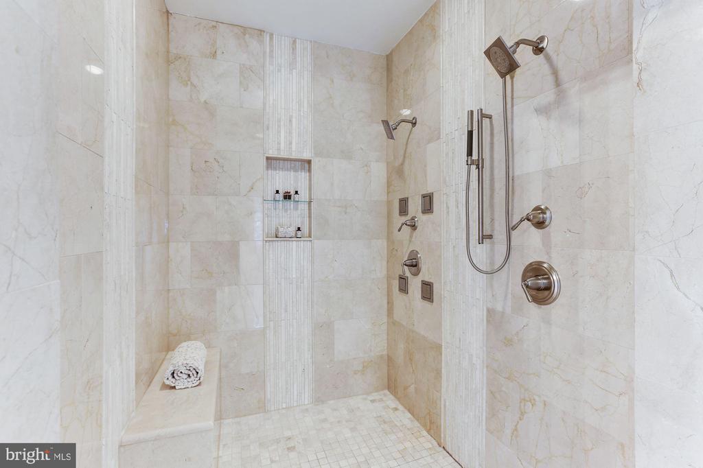 Master Bath - 7812 SWINKS MILL CT, MCLEAN