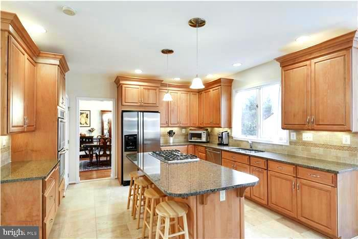 Updated Center Island Kitchen - 1340 DASHER LN, RESTON