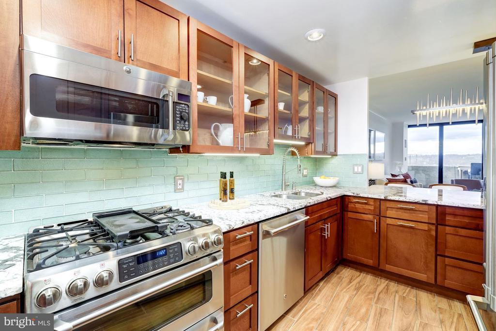 Custom cherry cabinetry - 700 NEW HAMPSHIRE AVE NW #821, WASHINGTON