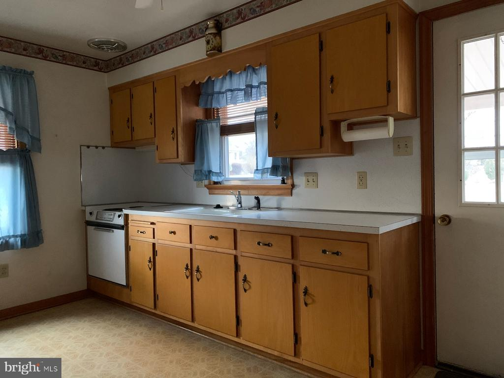In Law kitchen area with rear entrance - 215 BROAD ST, MIDDLETOWN
