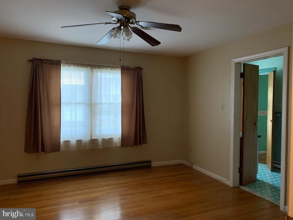 Bedroom 1 - 215 BROAD ST, MIDDLETOWN