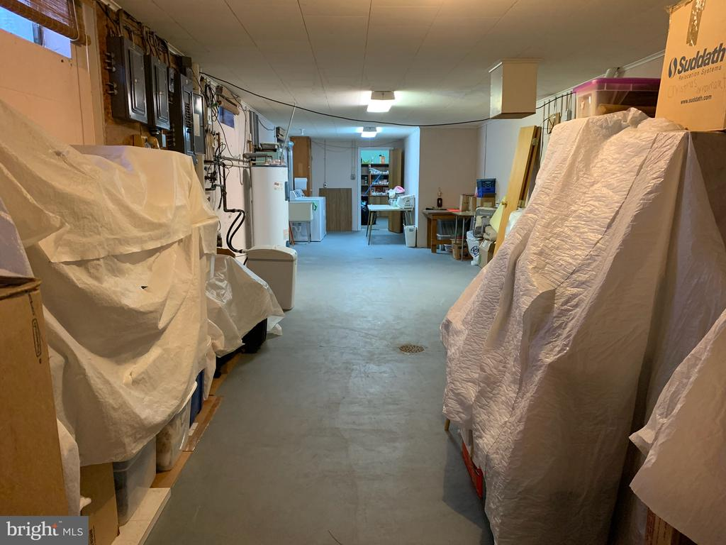Basement storage/utility area - 215 BROAD ST, MIDDLETOWN