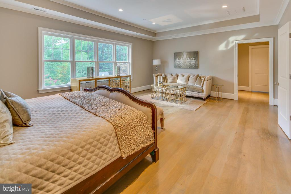 Upstairs, it's the spacious master suite... - 11134 STEPHALEE LN, NORTH BETHESDA