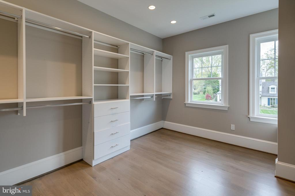 But they are really dual walk-in closets. - 11134 STEPHALEE LN, NORTH BETHESDA