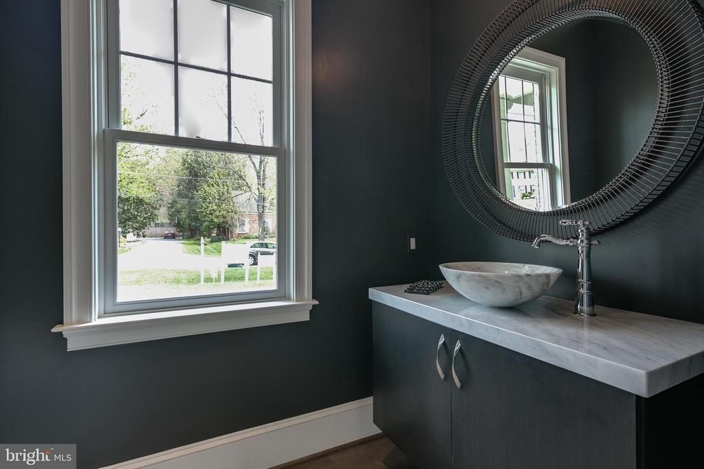 Rounding out the main level: pretty powder room. - 11134 STEPHALEE LN, NORTH BETHESDA