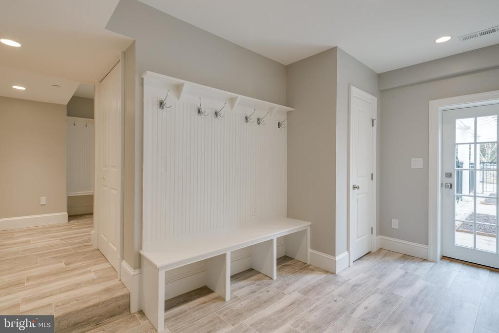 Cubbies and storage by the garage entrance. - 11134 STEPHALEE LN, NORTH BETHESDA