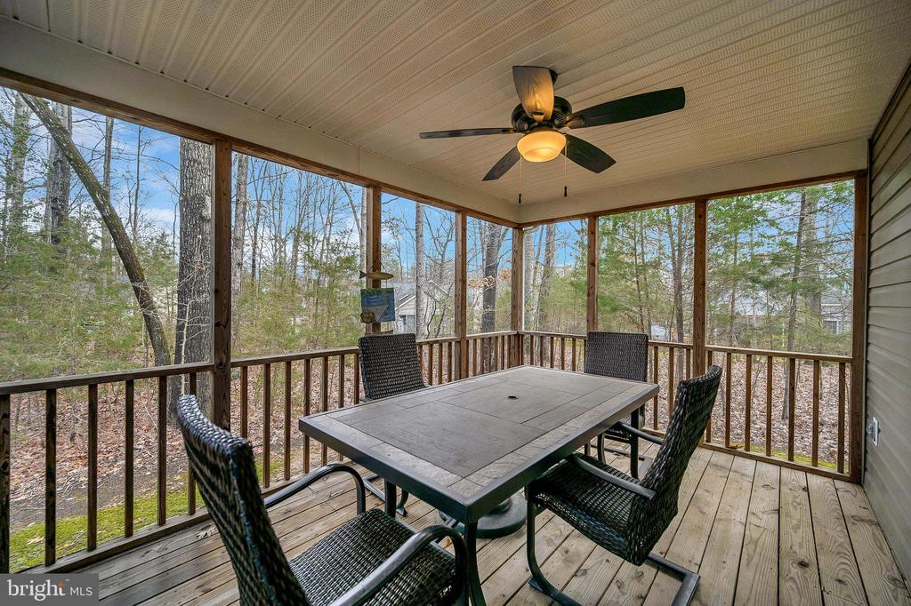 Relax on your screened porch! - 104 CEDAR CT, LOCUST GROVE