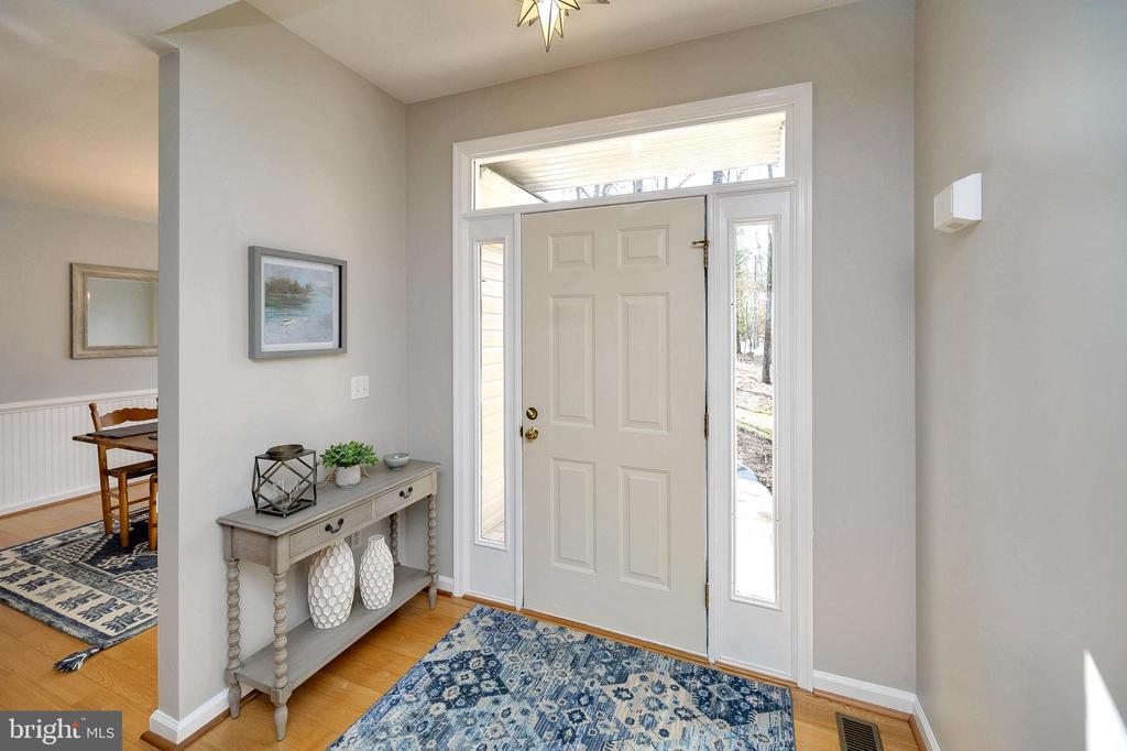 Step inside to this split bedroom floor plan - 104 CEDAR CT, LOCUST GROVE