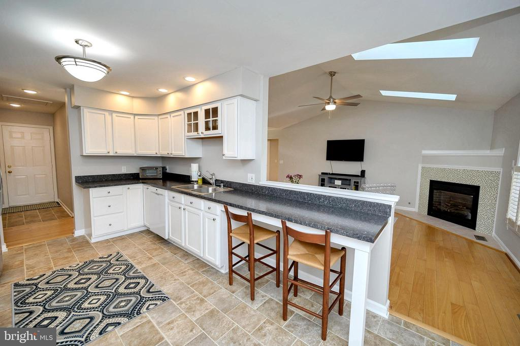 You won't miss a thing with this open concept - 104 CEDAR CT, LOCUST GROVE