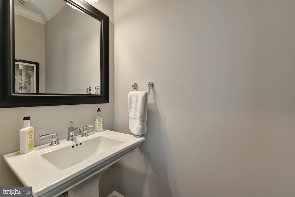 Powder room on main floor - 223 11TH ST SE, WASHINGTON