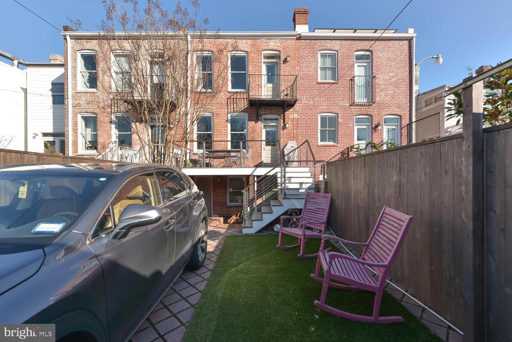 Parking and patio space - 223 11TH ST SE, WASHINGTON