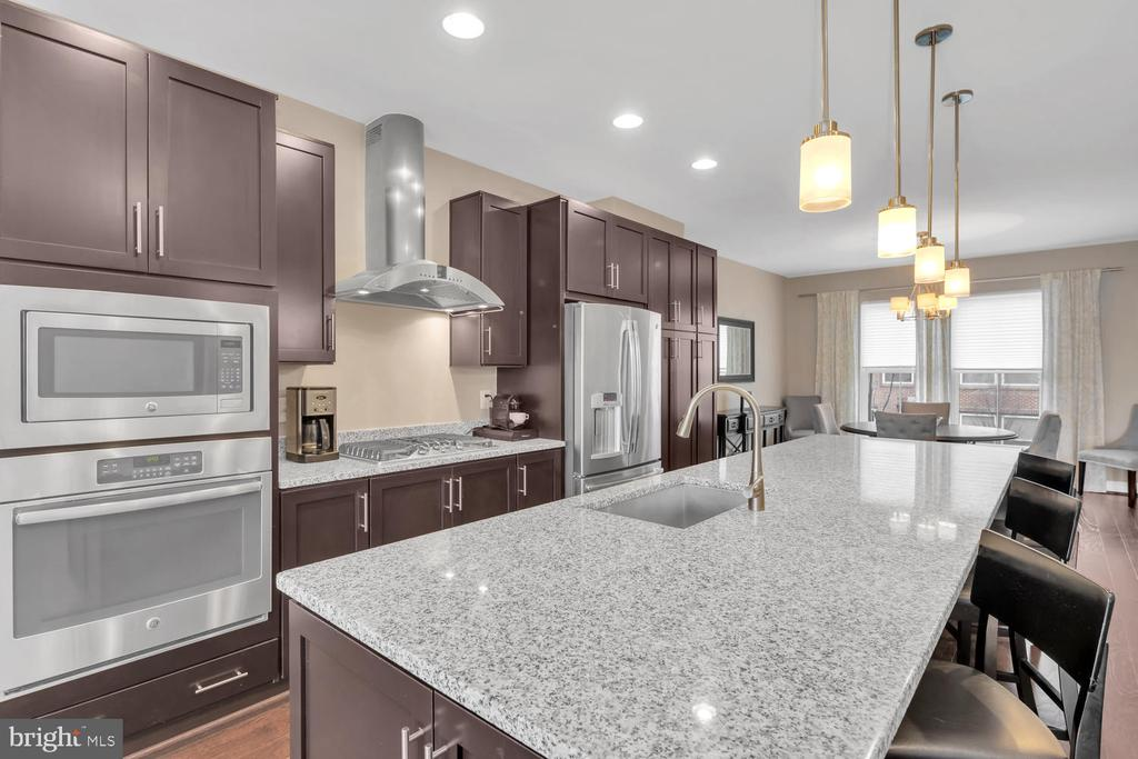Gorgeous luxury kitchen upgrades - 42247 RIGGINS RIDGE TER, BRAMBLETON