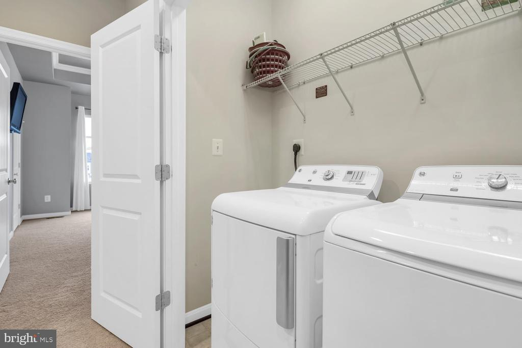 Upper level laundry - 42247 RIGGINS RIDGE TER, BRAMBLETON