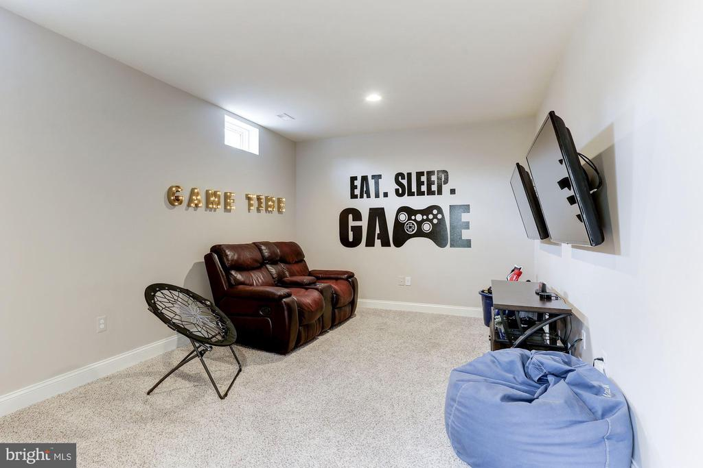 Game room - 38261 VALLEY RIDGE PL, HAMILTON