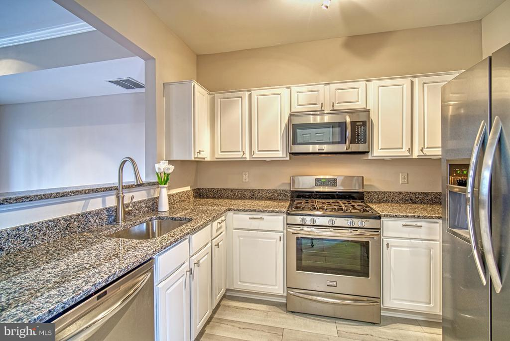 - 1300-L WINDLEAF DR #155, RESTON
