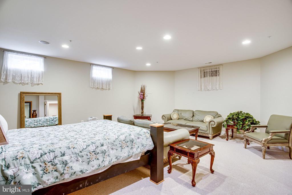 Bonus Room/5th Bedroom - 12249 MCDONALD CHAPEL DR, GAITHERSBURG