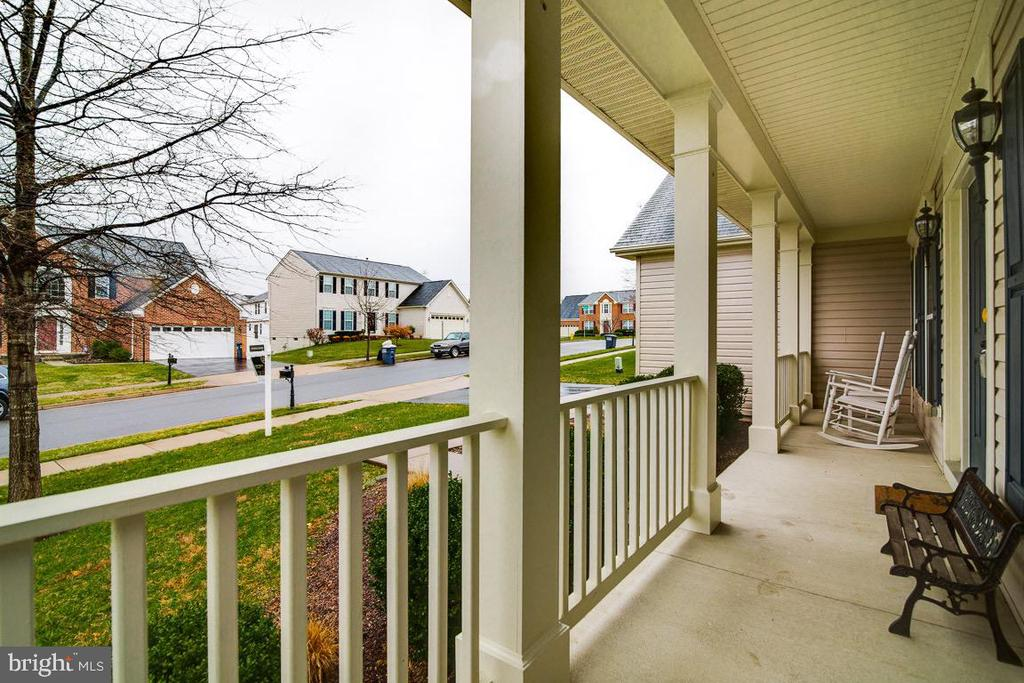 Get out of the rain with an enclosed  front porch - 2472 TRIMARAN WAY, WOODBRIDGE