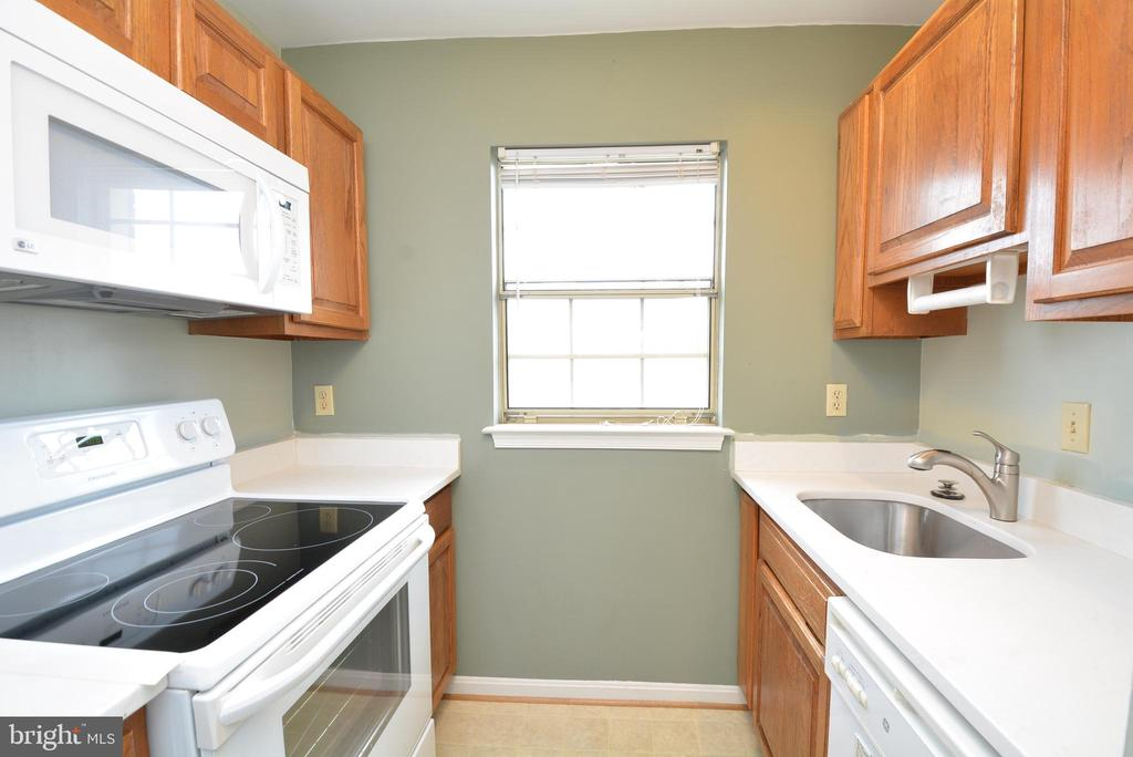 REMODELED KITCHEN WITH GRANITE COUNTERS - 523 BASHFORD LN #5, ALEXANDRIA