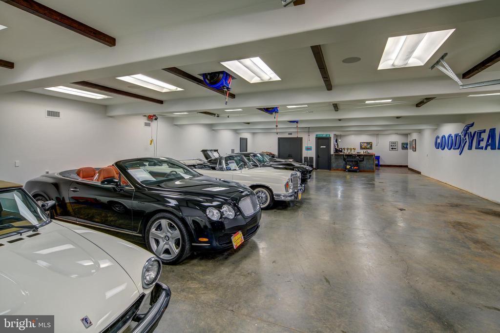 Underground Garage - 9005 CONGRESSIONAL CT, POTOMAC