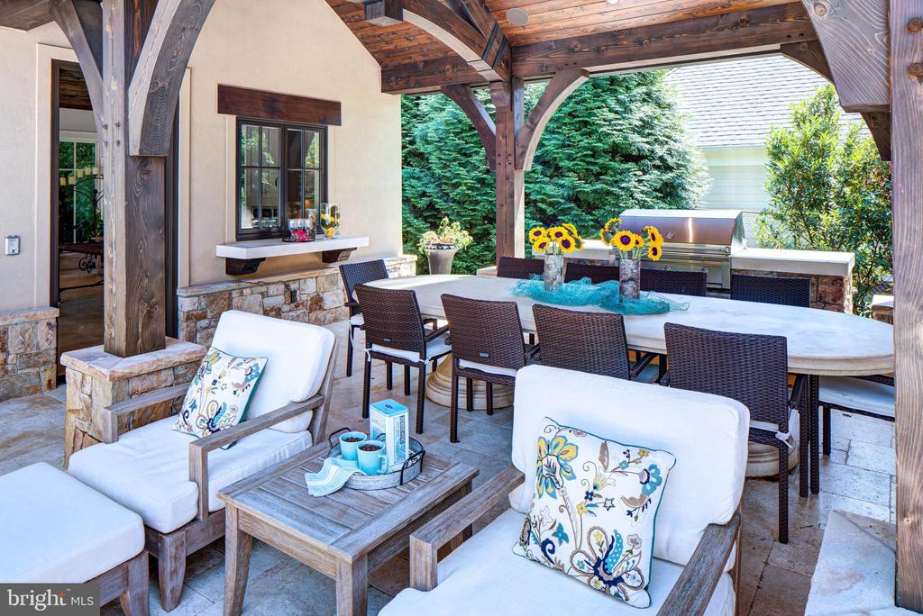 Outdoor Dining - 9005 CONGRESSIONAL CT, POTOMAC