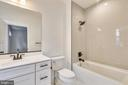 Fourth on-suite bathroom - 637 JEFFERSON ST, HERNDON