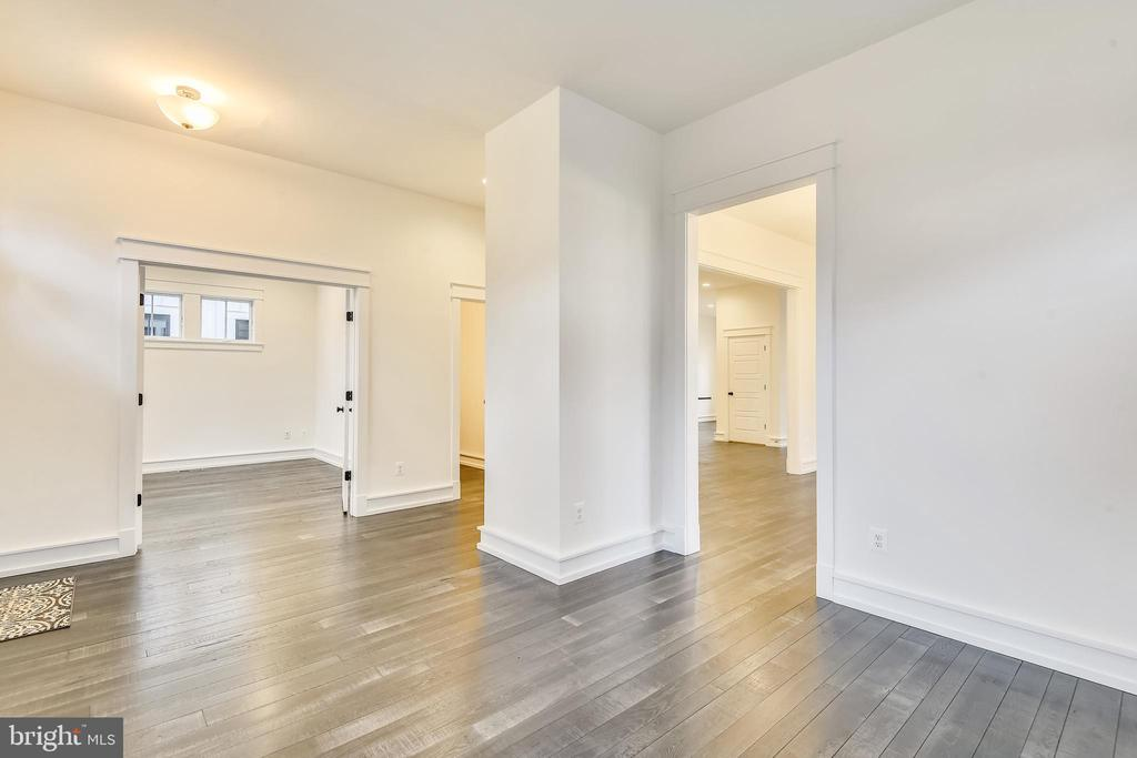 Beautiful mixed-width hardwood floors - 637 JEFFERSON ST, HERNDON
