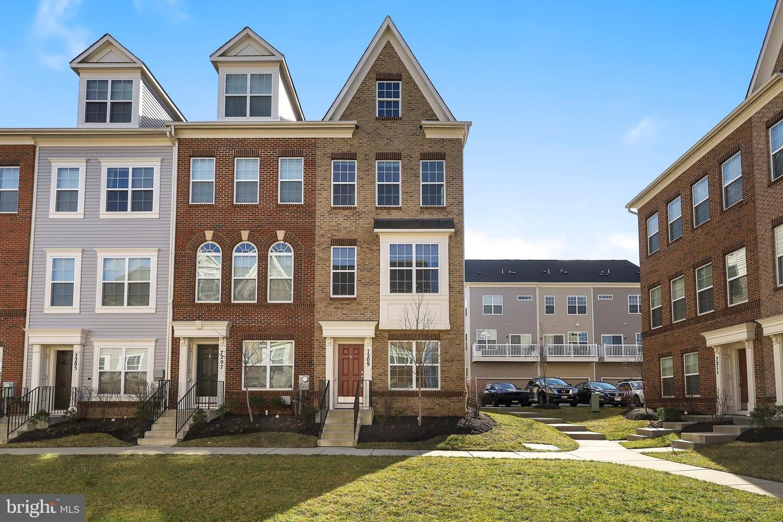 Single Family Homes por un Venta en 7209 BARRBERRY Lane Beltsville, Maryland 20705 Estados Unidos