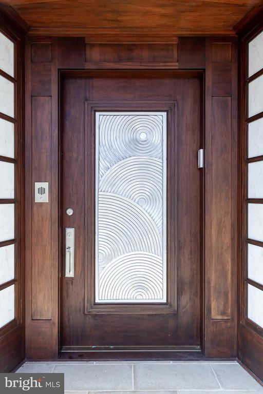 Stunning front door with exquisite detail - 10301 FIREFLY CIR, FAIRFAX STATION