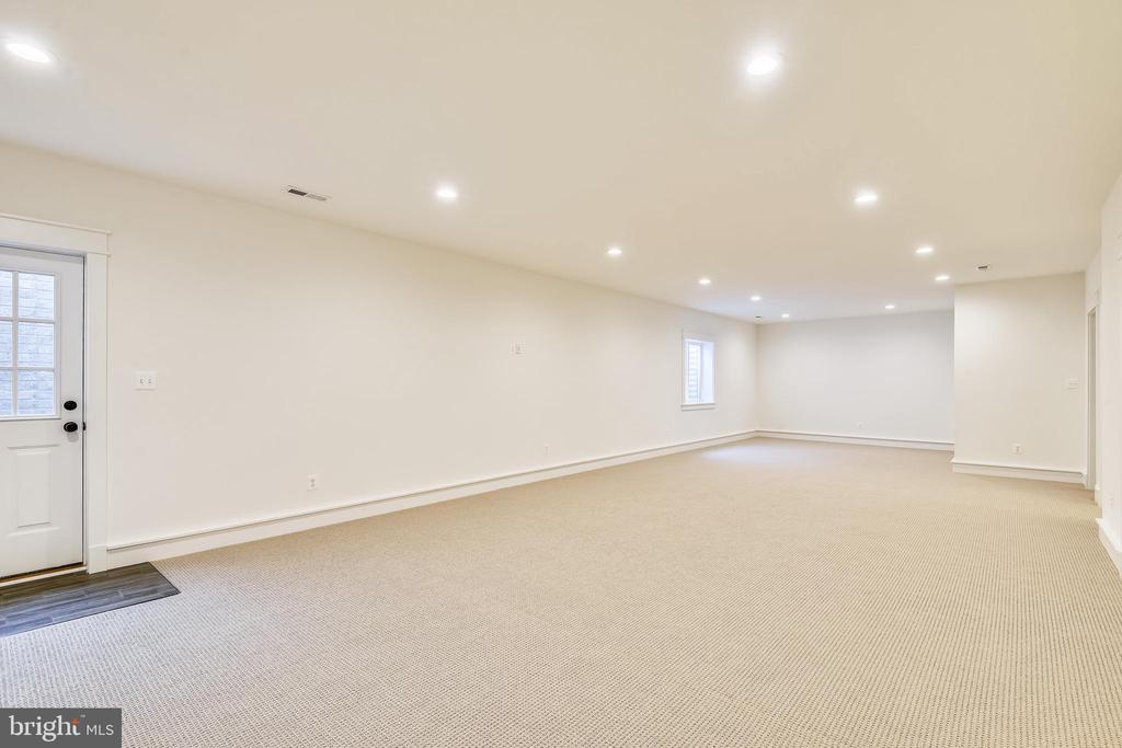 Walk-up level basement - 0 JEFFERSON ST, HERNDON