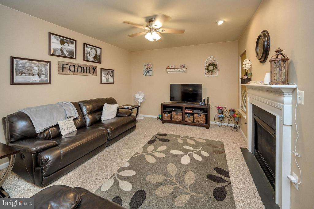 Family Room with Gas Fireplace - 100 HOLMES ST, STAFFORD