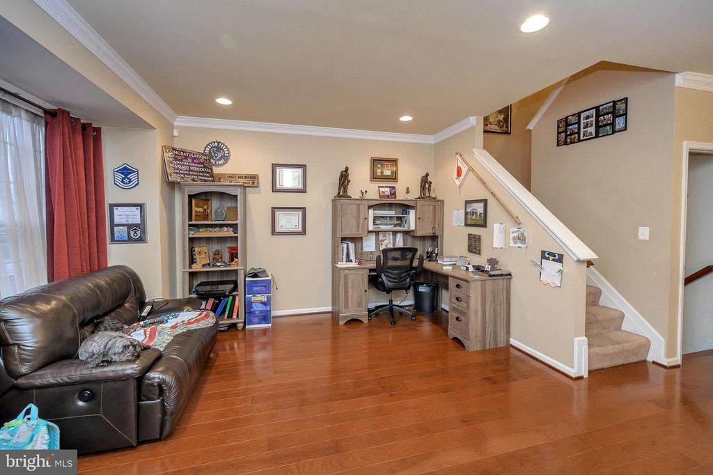 Formal Living Room - 100 HOLMES ST, STAFFORD