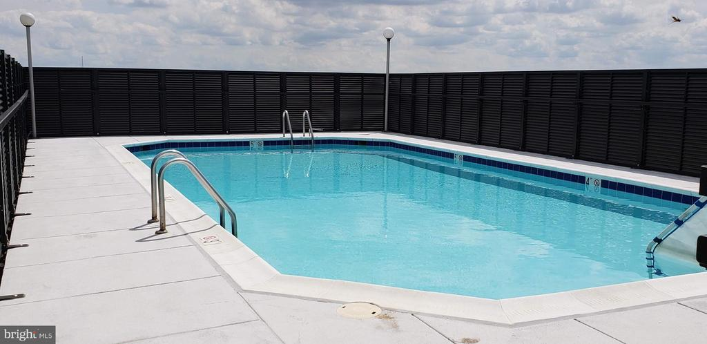Rooftop sundeck and pool - 4242 EAST WEST HWY #901, CHEVY CHASE