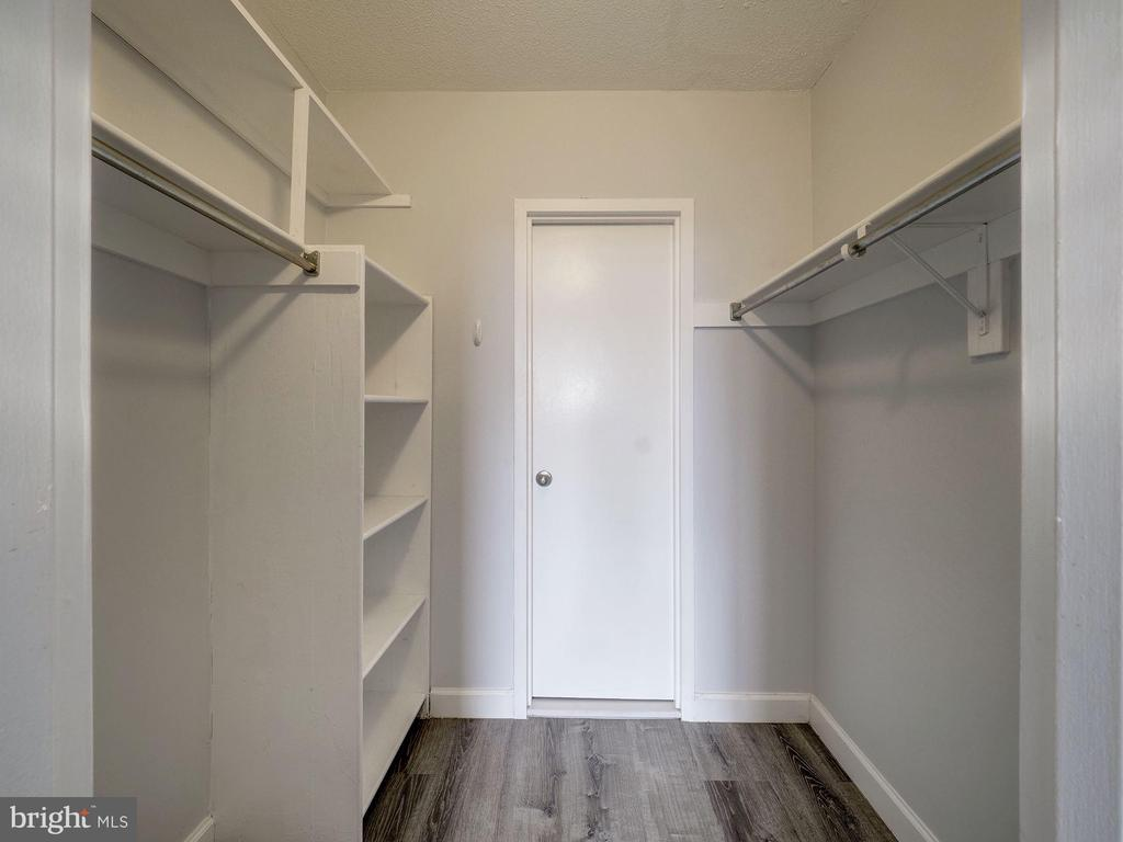 Large walk-in closet - 4242 EAST WEST HWY #901, CHEVY CHASE