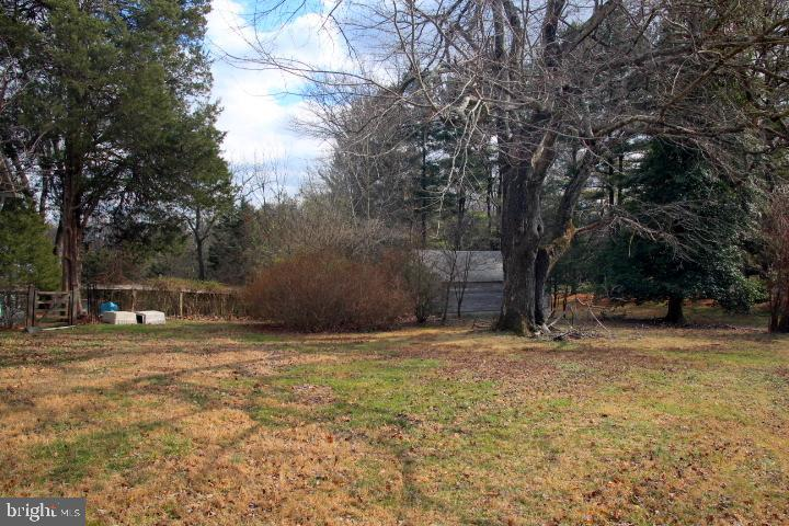 - 1109 TOWLSTON RD, MCLEAN