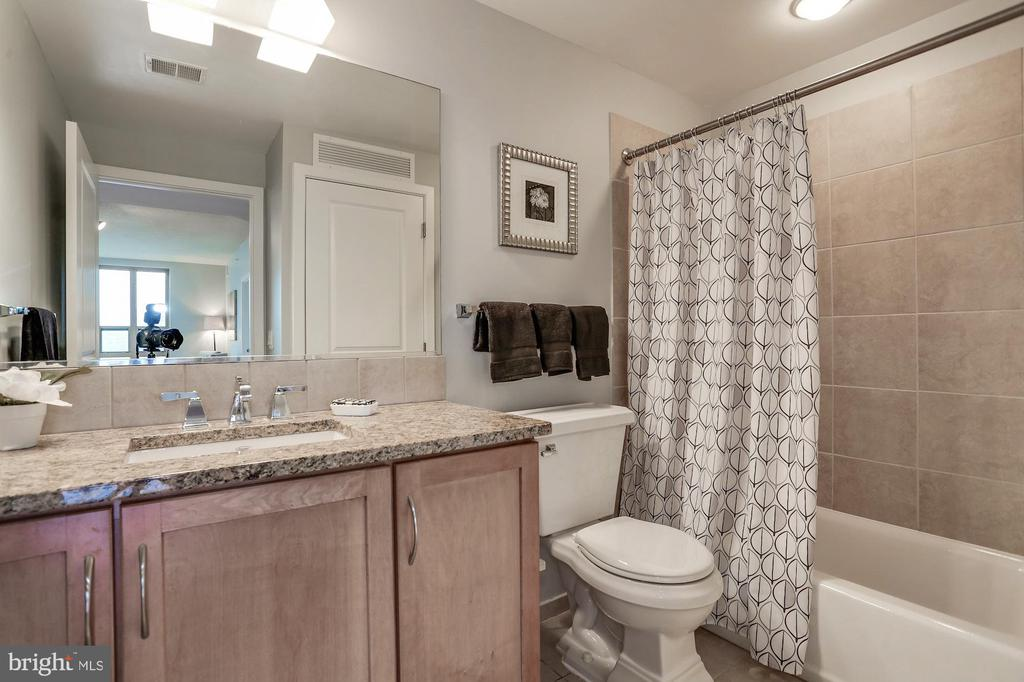 Second full bathroom - 888 N QUINCY ST #1701, ARLINGTON