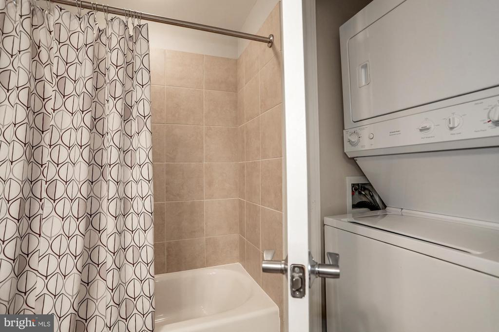 Washer/dryer located in second full bathroom - 888 N QUINCY ST #1701, ARLINGTON