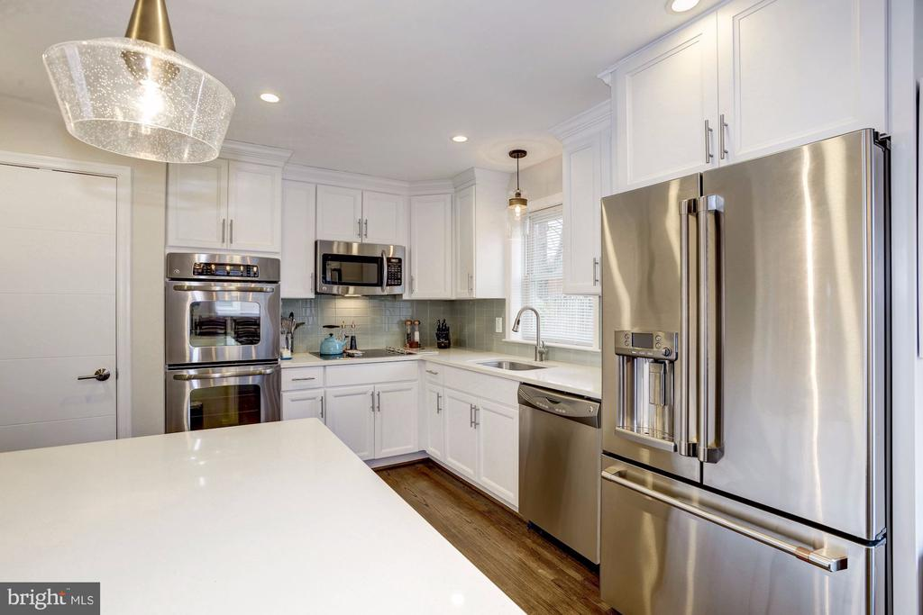All White Kitchen - 6320 24TH ST N, ARLINGTON
