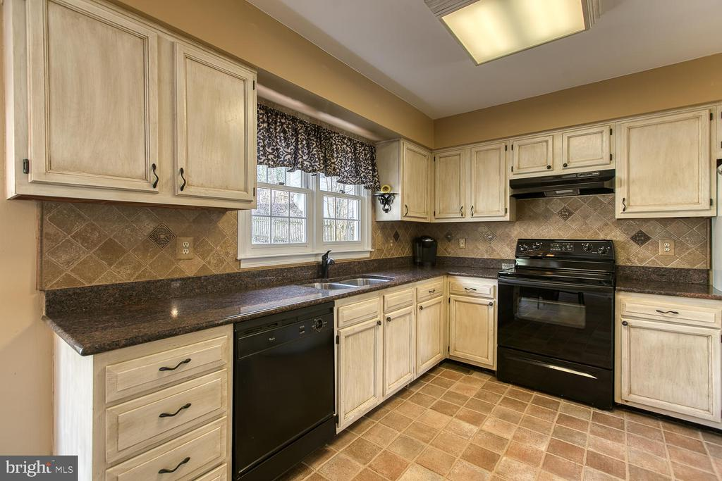Plenty of cabinets and counter space - 3220 TITANIC DR, STAFFORD