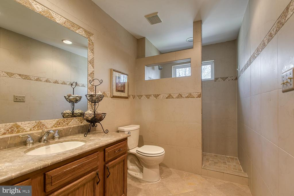 Updated walk-in shower with gorgeous tile - 3220 TITANIC DR, STAFFORD