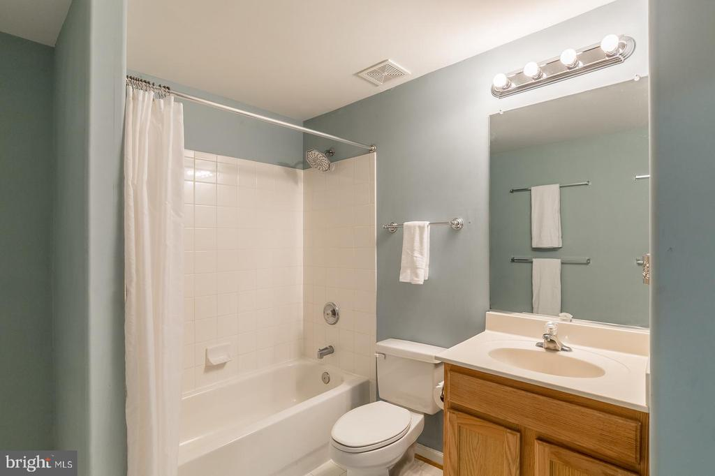LARGE BASEMENT BATHROOM - 91 MADELINE LN, STAFFORD