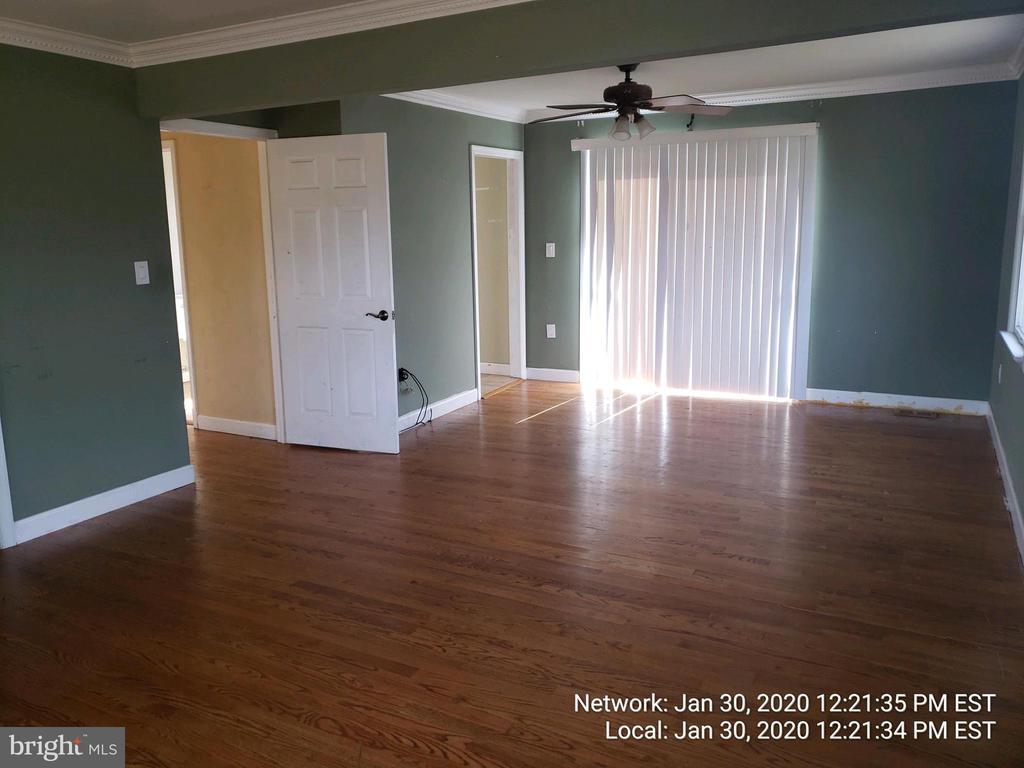 main floor bedroom is enormous - 85 BARNES BLVD, COLONIAL BEACH