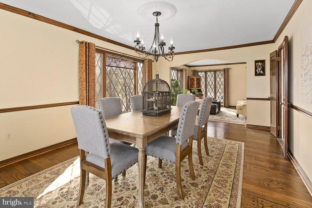 Ample Dining Room for family and friends to gather - 2821 N QUEBEC ST, ARLINGTON