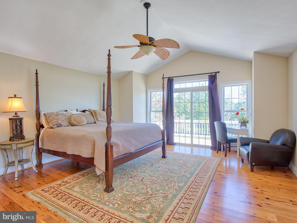 Cathedral ceiling in Master Suite. - 17244 RAVEN ROCKS RD, BLUEMONT