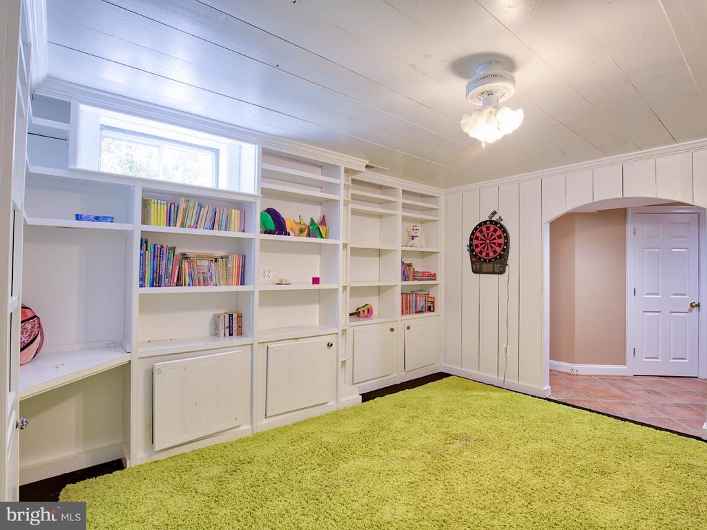 Playroom or additional bedroom - 17244 RAVEN ROCKS RD, BLUEMONT