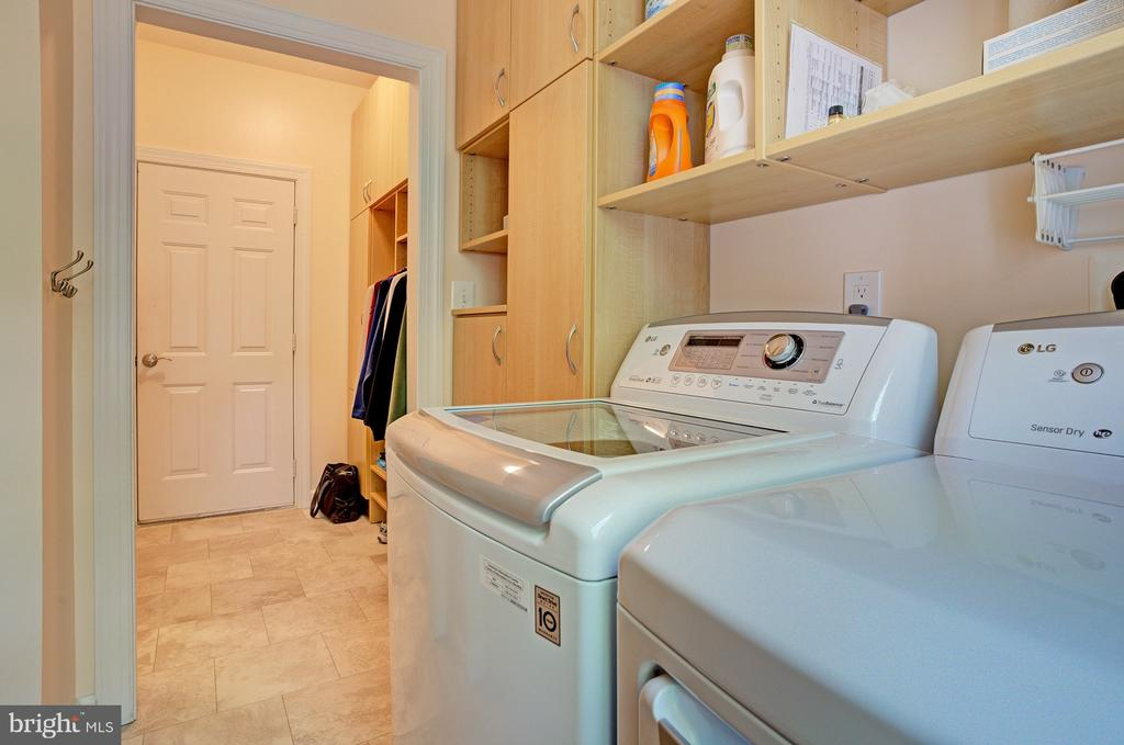 Laundry room on main level off of kitchen - 1590 MONTMORENCY DR, VIENNA