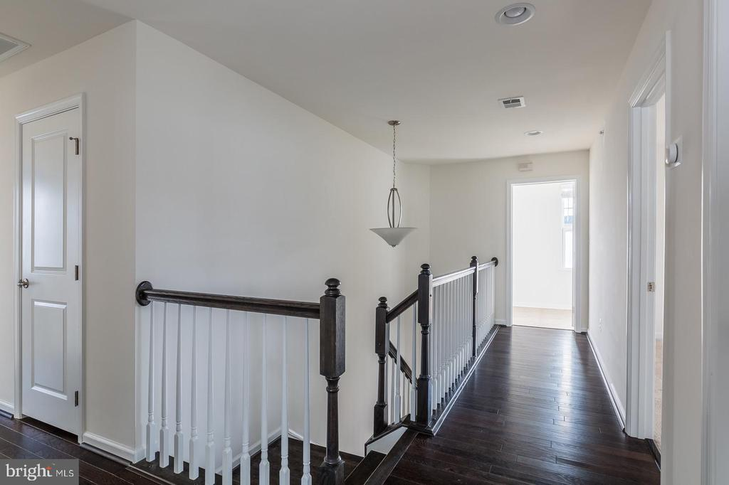 Upstairs landing - 17156 BELLE ISLE DR, DUMFRIES