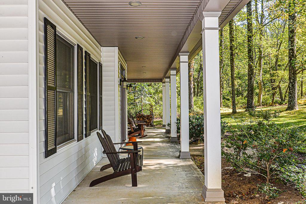 Covered porch for morning coffee - 437 WINDWOOD LN, PARIS