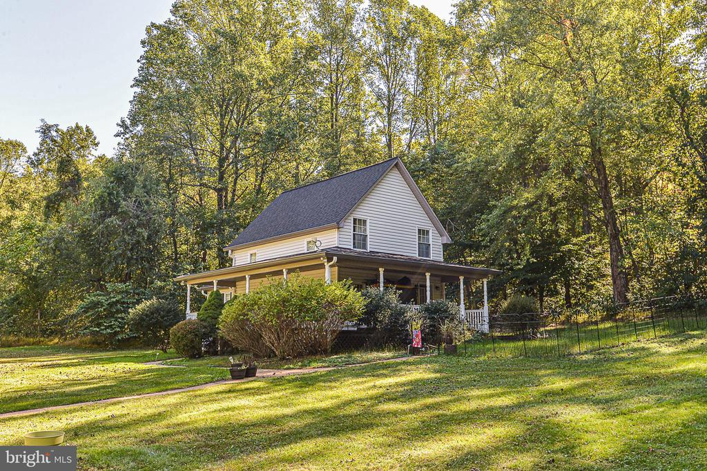 Cottage with solid rental history - 437 WINDWOOD LN, PARIS