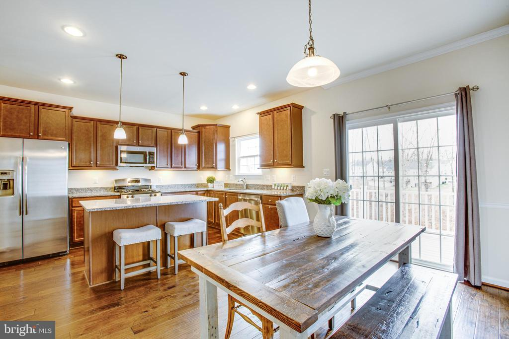 Dining room also has crown molding - 120 TREE LINE DR, FREDERICKSBURG