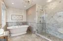 Luxury Master Bath - 13940 SHALESTONE DR, CLIFTON